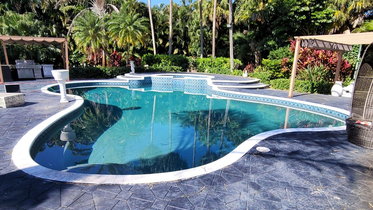 how to find a pool leak detection